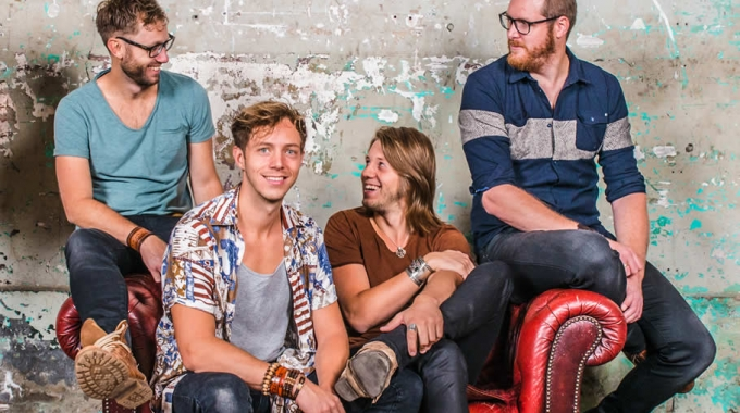 Worldbeat band Trinity maakt muziek voor en met vluchtelingen.