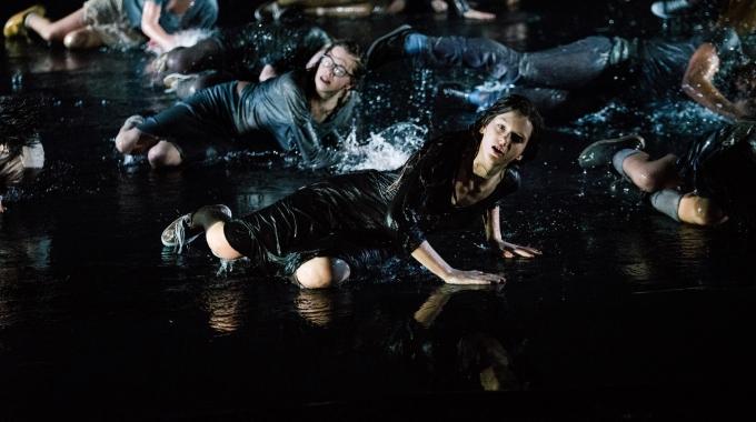 Jeugdtheater Hofplein speelt spectaculaire voorstelling op Lowlands