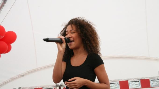 Naidjim Severina en Gaia Aikman optreden Stage podium – FotoReportgae