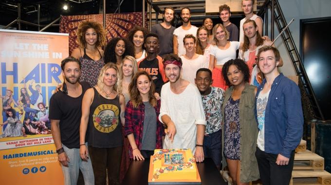 Cast van HAIR presenteert deel van eerste akte tijdens open repetitie!