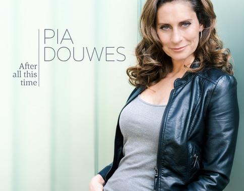 EERSTE MUSICAL SOLO-CD PIA DOUWES