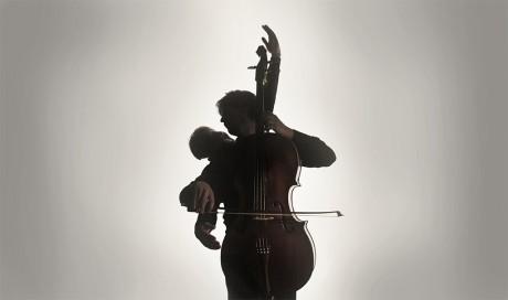Cello Octet Amsterdam en choreograaf Samir Calixto presenteren SUMMA op speciaal geschreven composities van Arvo Pärt