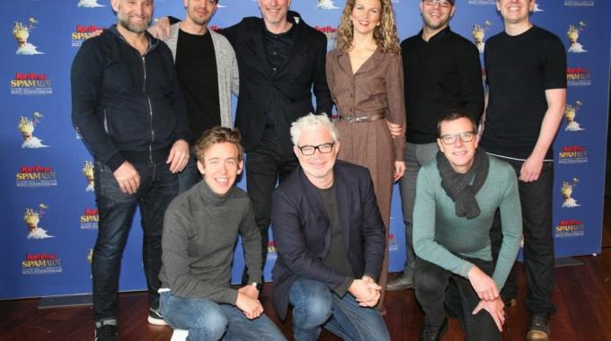 Stany Crets pakt uit! Jonas Van Geel, Jan Van Looveren en Walter Baele samen in Spamalot