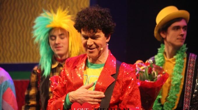 Première van Dirks nieuwe voorstelling Feest!! – FotoReportage