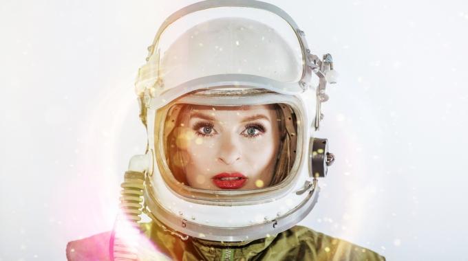 Sandra van Nieuwland kondigt nieuw album en theatertour Human Alien aan