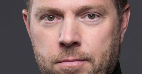 """Max van den Burg speelt de hoofdrol in de standup-musical """"Safaripark Zuidas"""""""