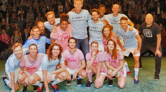 Edwin van der Sar verrast met bijzondere verjaardag bij All Stars.