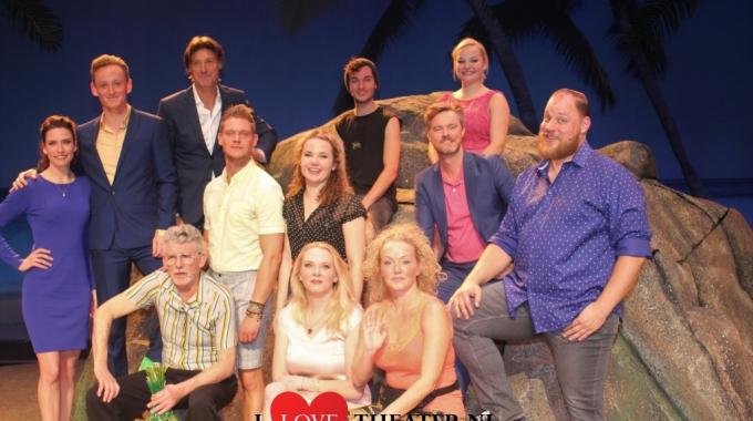 IJzersterke cast van Expeditie Eiland brengt theater in tropische sferen