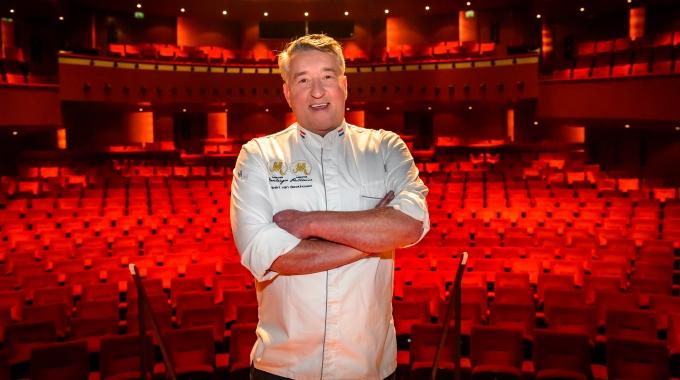 """Succesvolle start voor """"theatrale foodexperience"""" Robèrt van Beckhoven"""