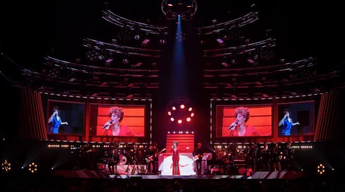 Glennis Grace eert op fenomenale wijze Whitney Houston in AFAS Live