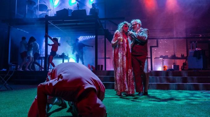 """'Meiskes & Jongens"""" gaat succesvol in première in Theater Elckerlyc"""