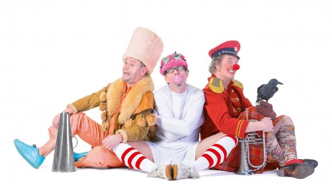 25 jaar bestaan, Muzikaal cabaret Enge Buren met voorstelling VREEMDEVOGELS in de theaters