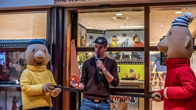 Henry van Loon opent tentoonstelling Buurman en Buurman  in Theater  De Enck