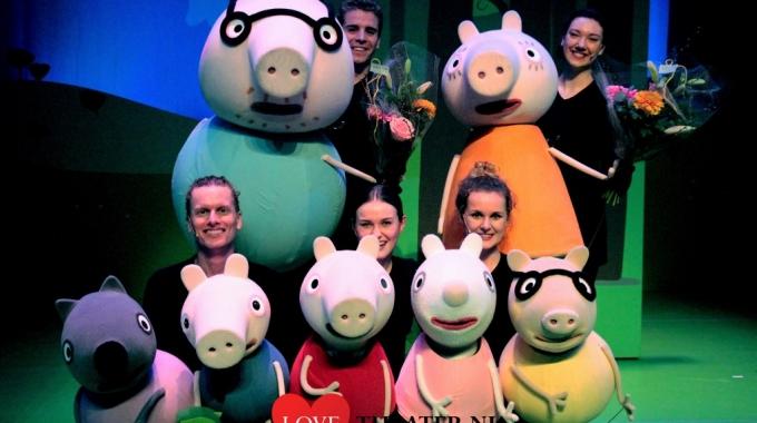 Iedereen is welkom op het verrassings feestje van Peppa Pig.