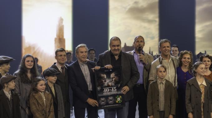Overhandiging van Gouden Award voor castalbum 40-45 aan componisten Will Tura & Steve Willaert – FotoReportage
