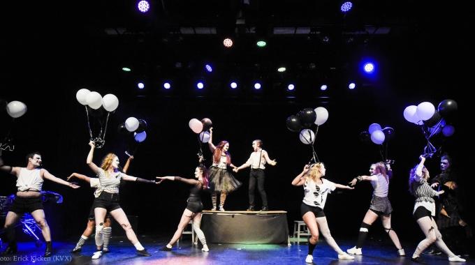 Muziektheaterstudenten DAPA sluiten opleiding af met indrukwekkende MacBitch