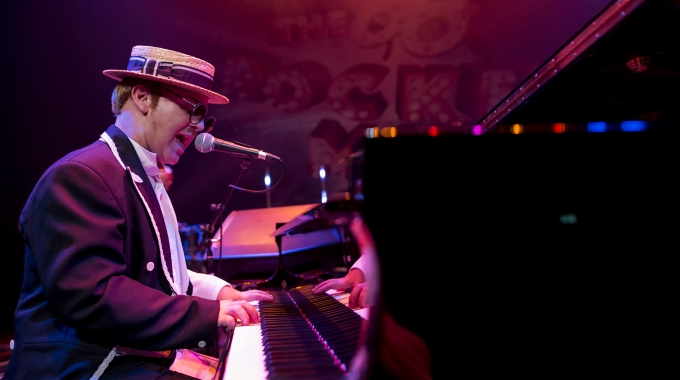 The Rocket Man – Elton John's best tribute ever!