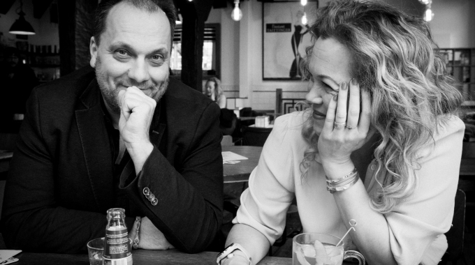 Theatervoorstelling over 'gekke' moeder Roos Schlikker