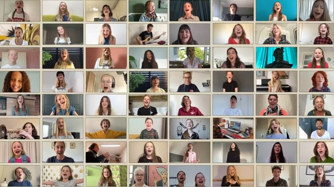 Cast Annie de musical verspreidt hoopvolle boodschap samen met publiek