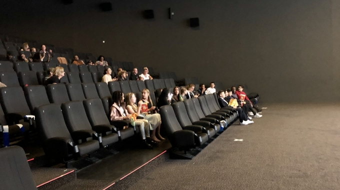 Achtstegroepers beleven première musicalfilm Generatie Binnen in Almeerse bioscoop en op school