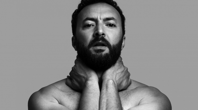 Nasrdin Dchar gaat vanaf september toeren met zijn nieuwe voorstelling ADEM.