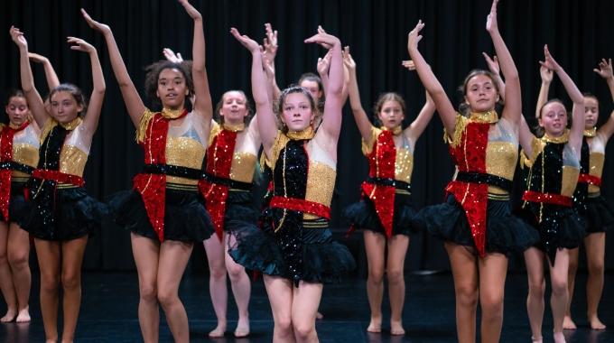 """""""Bijna 300 jongeren namen de voorbije 9 weken deel aan de vakantiekampen van The Musical Academy""""."""