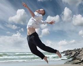 Haags danstalent kruipt waar het niet gaan kan; Here we live and now 2020 gaat door, zowel off- als online.
