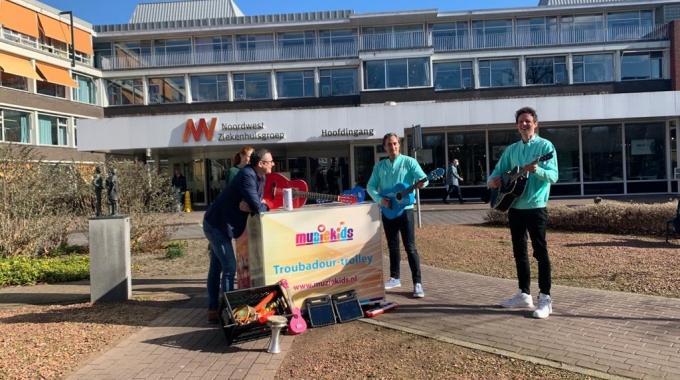 Een muzikale pleister voor kinderen in het ziekenhuis