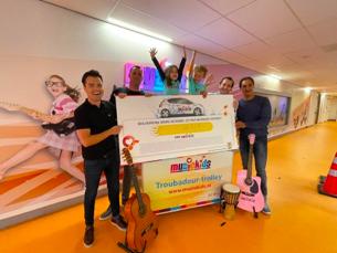 Muziekids ontvangt flinke donatie mede dankzij ambassadeurs Guus Meeuwis, Kenny B, Giel Beelen, Roel van Velzen en Armin van Buuren